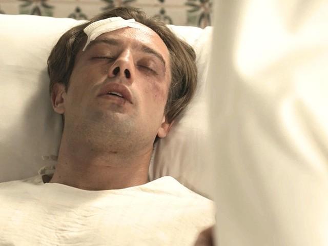 Espelho da Vida: Danilo acorda no convento e grita por Julia Castelo