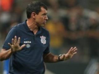 """""""Bastam cinco vitórias para o Corinthians ser campeão brasileiro."""" Aposta, o empolgado Carille"""