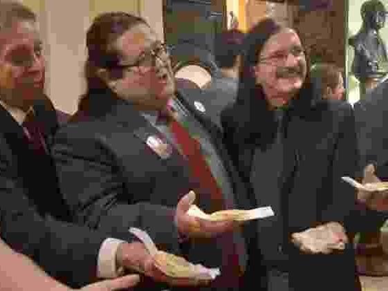 Por 35 votos a 13 | Em vídeo, Crivella agradece absolvição antes de impeachment ser votado
