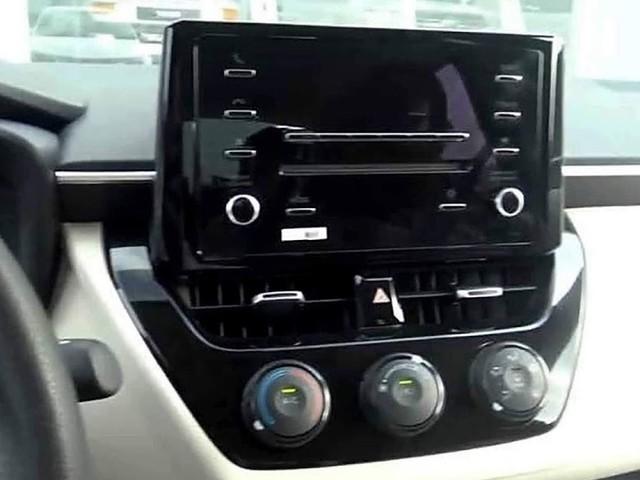 Novo Corolla 2020 de R$ 100 mil tem volante de plástico e rádio no lugar da multimídia - fotos do interior