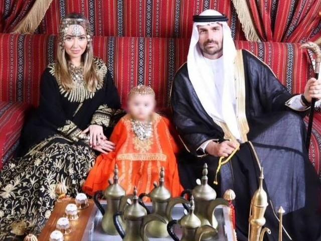 Foto de Eduardo Bolsonaro como 'sheik' em Dubai causa onda de críticas; deputado defende gastos