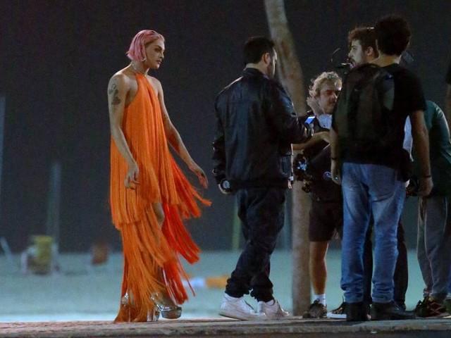 Pabllo Vittar grava na praia do Leme participação em novo clipe