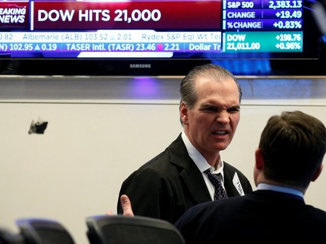 """Wall Street fecha em alta com fim do """"shutdown"""" do Governo"""