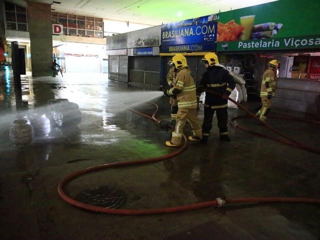 Bombeiros apagam princípio de incêndio em pastelaria na rodoviária de Brasília