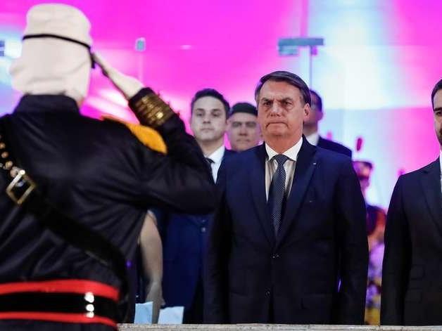 Brasil é aceito pelos EUA como aliado extra-Otan, anuncia Bolsonaro