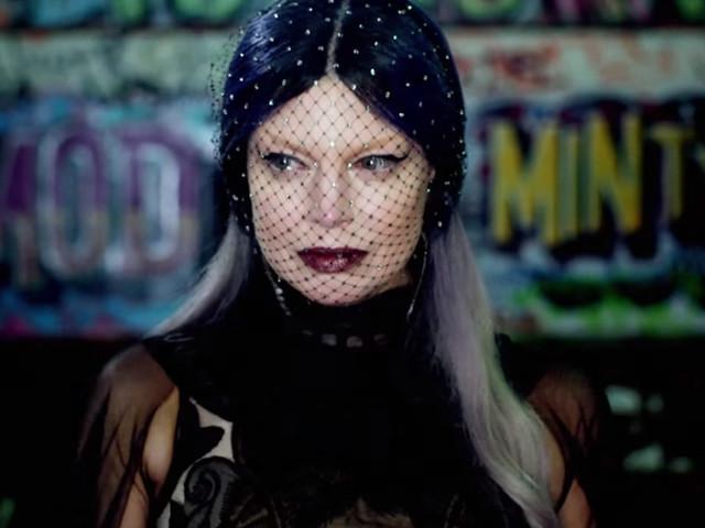 """Fergie lançou seu """"Double Dutchess"""" e, c*ralho, nós estamos vendo tudo em dobro"""