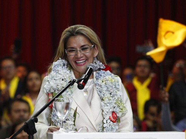 Presidente interina da Bolívia anuncia que disputará eleição