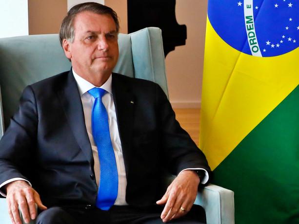Isolado politicamente, Bolsonaro descarta golpe e elogia urnas eletrônicas
