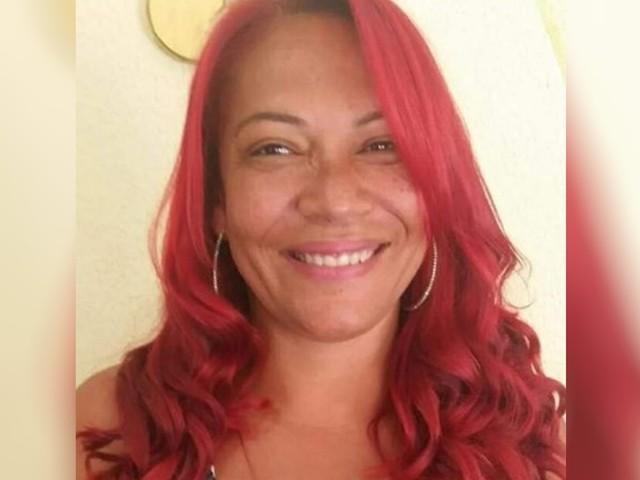 Mulher é morta com tiro no rosto, e polícia diz que ex-namorado tinha pichado casa: 'Vai morrer'