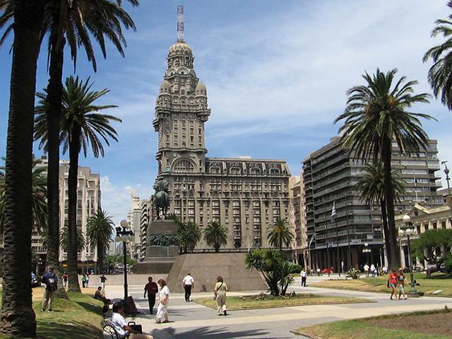Passagem aérea para Montevidéu a partir de R$ 747