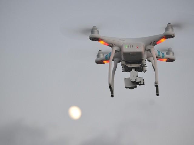 Polícia vai poder abater drones que sobrevoem espaço aéreo proibido