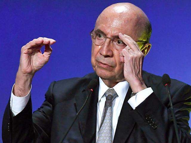 Economia brasileira crescerá menos em 2017, diz Meirelles