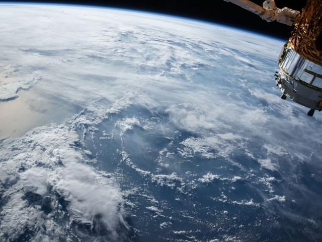 Nave russa Soyuz descola do Cazaquistão rumo à Estação Espacial Internacional