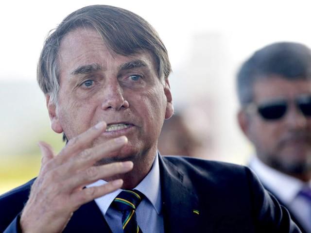 'Você está falando da tua mãe?', responde Bolsonaro a jornalista