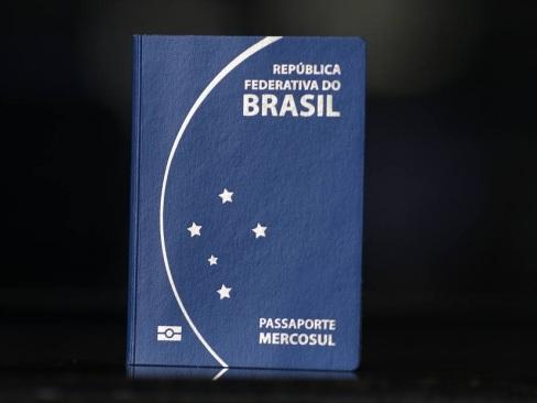 Liminar determina que PF emita passaporte para menor em 24h
