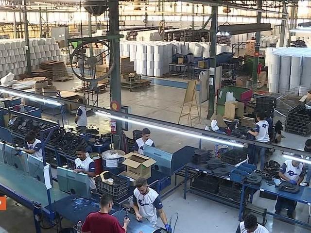 Produção industrial cresce em 11 das 15 regiões em agosto, aponta IBGE