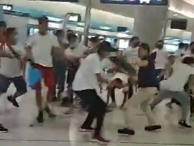 Grupo armado ataca manifestantes no metrô de Hong Kong; 36 ficam feridos