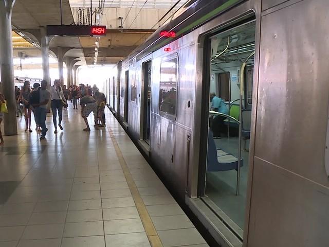 Defeitos em trens provocam aumento de intervalo entre viagens do metrô no Recife