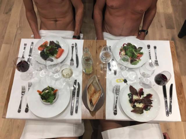 Paris inaugura primeiro restaurante nudista