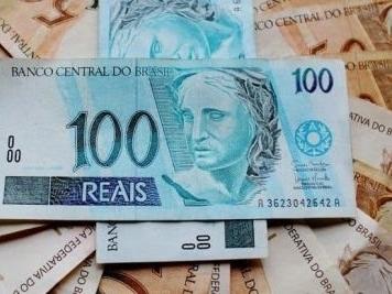 Senado aprova auxílio de R$ 600 para taxistas, mototaxistas, padres, pastores, artistas e caminhoneiros