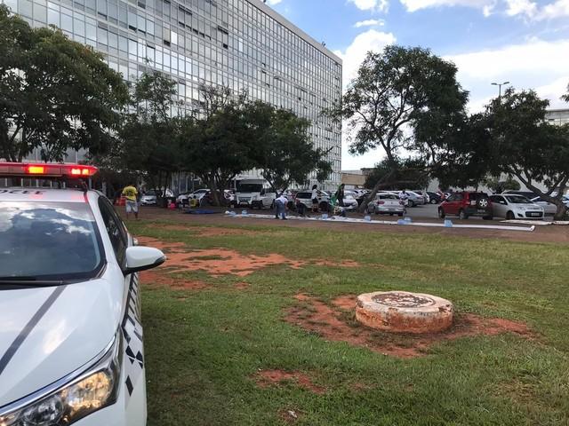 Acampamento de apoiadores de Bolsonaro é desmontado na Esplanada