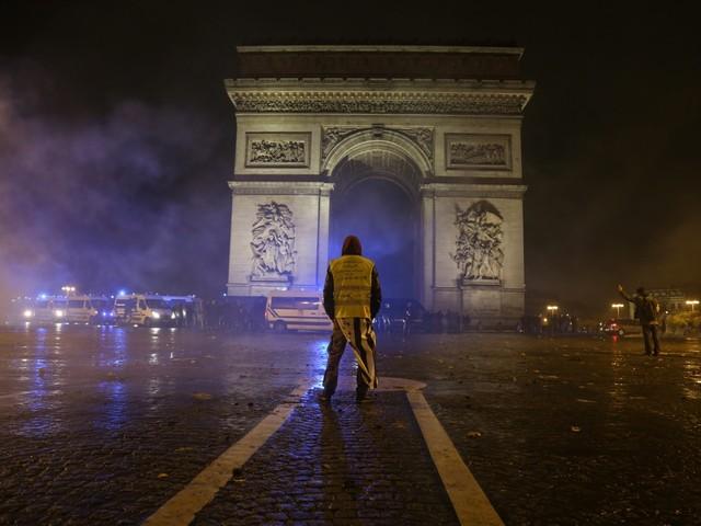 Quais as semelhanças e as diferenças entre os protestos de 2013 no Brasil e os dos 'coletes amarelos' na França?