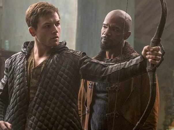 """""""Robin Hood: A Origem"""" rouba de todos e não dá nada à plateia"""