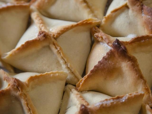 Vila Real cumpre tradição de dar o pito, o doce que atrai novos e velhos