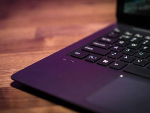 Novo laptop Vaio Z chega ao Brasil na cor púrpura