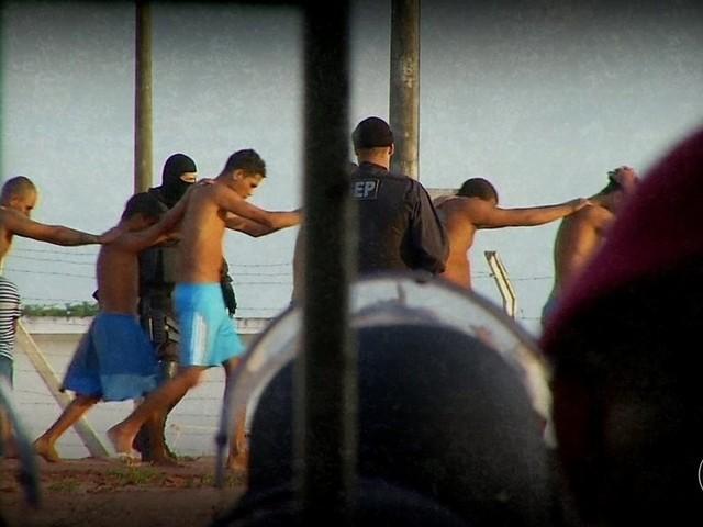 Áudios de presidiários revelam ordens para ataques no Ceará: 'toca fogo lá na prefeitura'