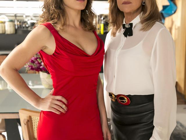 O Outro Lado do Paraíso: Clara e Sophia ficam cara a cara, trocam farpas e fotos da cena são divulgadas