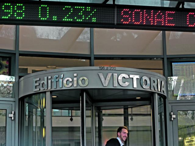 PSI 20 lidera perdas na Europa, com alterações na cúpula dos CTT a marcar a sessão
