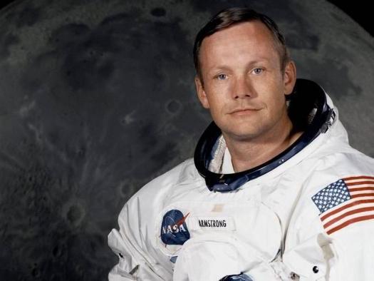 Coleção do astronauta Neil Armstrong será colocada a leilão neste ano