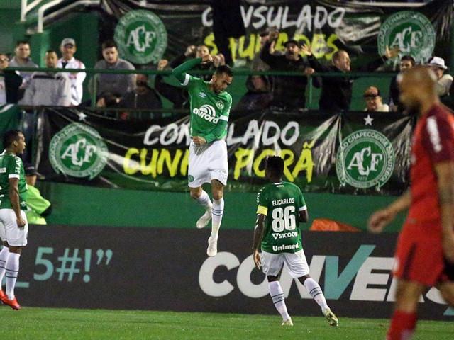 Inter leva virada, perde pênalti no fim e São Paulo reassume a ponta