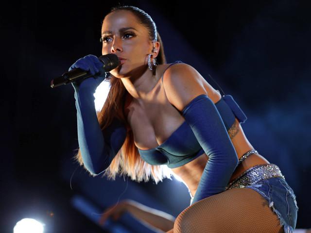 Anitta cancela parceria com funkeiro após fãs reclamarem de comentário homofóbico do cantor