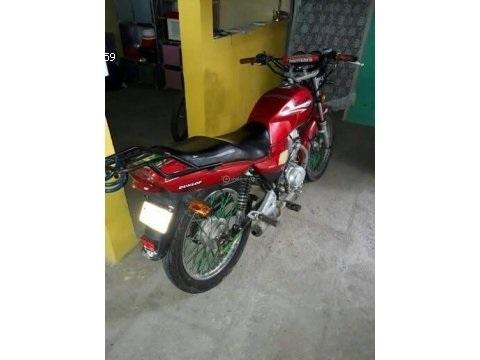 Vendo moto genesis año 2015