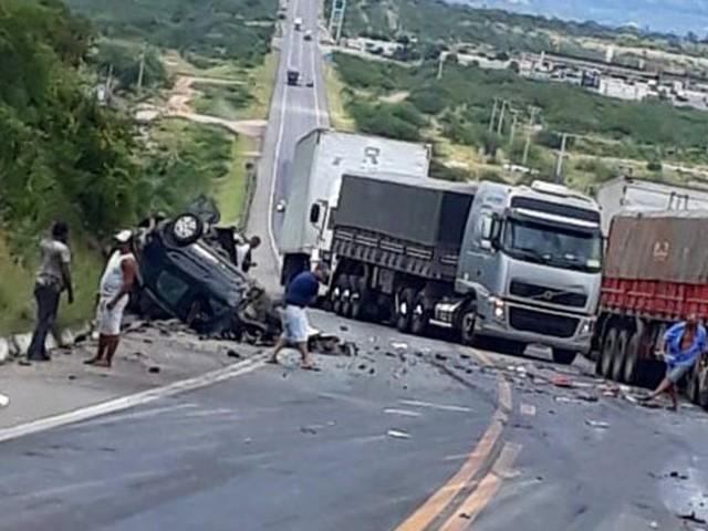 Acidente envolvendo quatro veículos deixa um morto e um ferido em Milagres