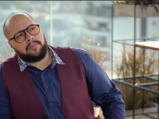 Com foco na carreira de apresentador, Tiago Abravanel dá pistas sobre novo programa