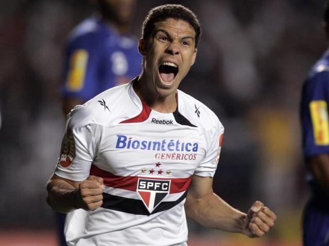 São Paulo anuncia o retorno de Hernanes em definitivo