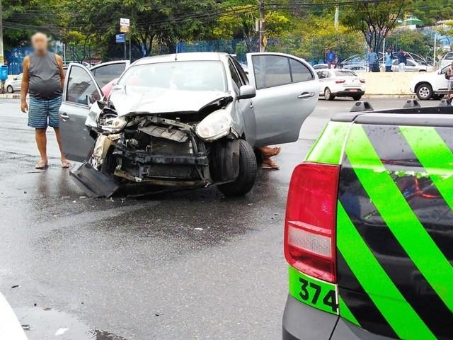 Batida entre carros na Av. Vasco da Gama ocorreu durante fuga de suspeitos e deixou feridos