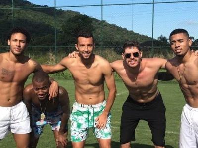 """Nenê posta foto com Neymar, Gabriel Jesus e Bruno do vôlei e exalta nível da """"pelada"""""""