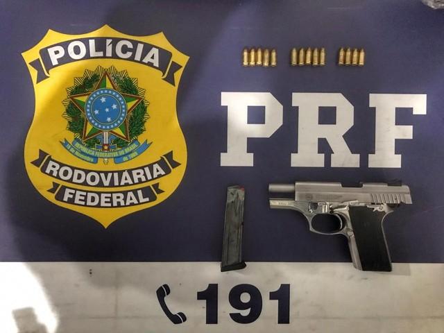 PRF prende homem com pistola e munições em São Miguel dos Campos, AL