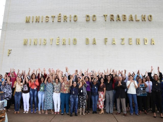 Servidores fazem ato contra extinção do Ministério do Trabalho