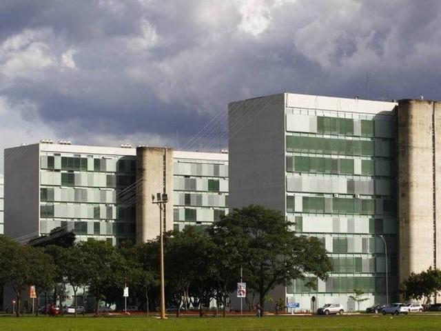 Governo sugere que Bolsonaro restrinja gastos logo nos primeiros dias