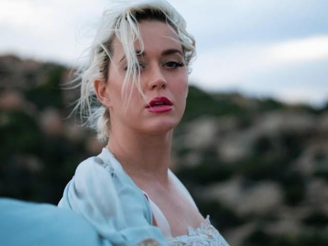 """Katy Perry celebra a resiliência humana em seu novo e inspirador single, """"Daisies"""""""