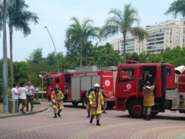 Incêndio em prédio comercial na Barra deixa seis feridos