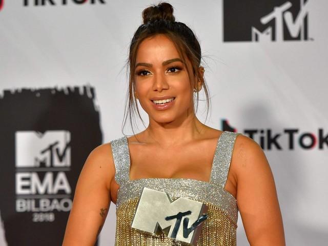 Anitta recebe e entrega prêmios no EMA, da MTV, e anuncia EP com música de Pharrell Williams