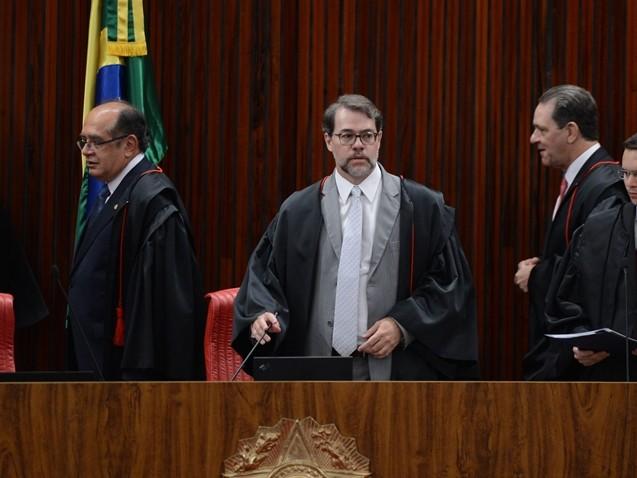 Ministros do TSE ganharam R$ 1.012,89 por sessão de 2min45s