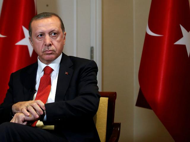 Turquia: Erdogan acossado por ex-colaboradores muito próximos