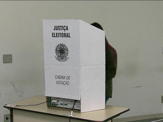 Bolsonaro, com 46% dos votos válidos, e Haddad, com 29%, vão ao segundo turno